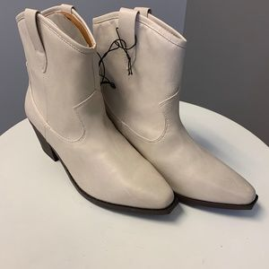 NWT Universal Thread White Cowboy Booties